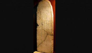 Ermitaj Muzeyi Çingiz xan daş kitabəsini Monqolustana hədiyyə etdi