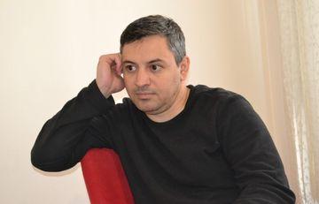 "Aqşin Yeniseyin romanı satışda - <span style=""color: red"">Foto</span>"
