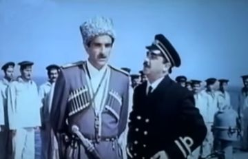 Sovet vaxtı üçrəngli bayrağı dalğalandıran Azərbaycan filmi