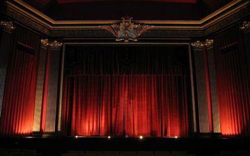 """""""Yuğ"""" teatrının <span style=""""color: red"""">iyun</span> repertuarı"""