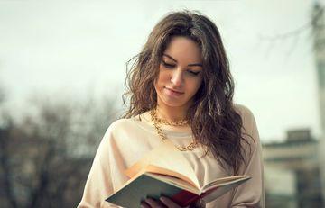 """Ömrü uzadır, stressi azaldır, beyni işlədir... – <span style=""""color: red"""">Kitab oxumağın faydaları</span>"""